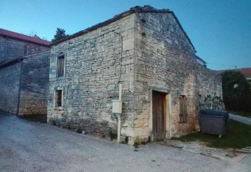 Kamena kuća za obnovu, Tinjan.
