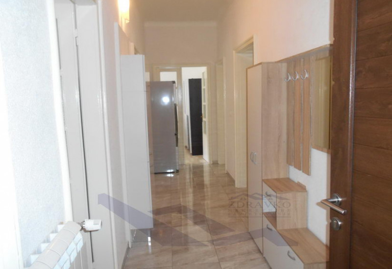 Renovirani stan u centru Pule.