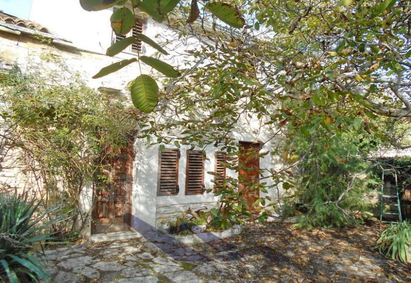 Renovirana kamena kuća 250 m2.