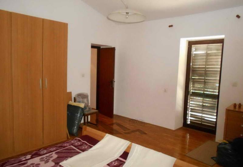 Kuća 178 m2, 1.103 m2 zemljišta, Butkovići.