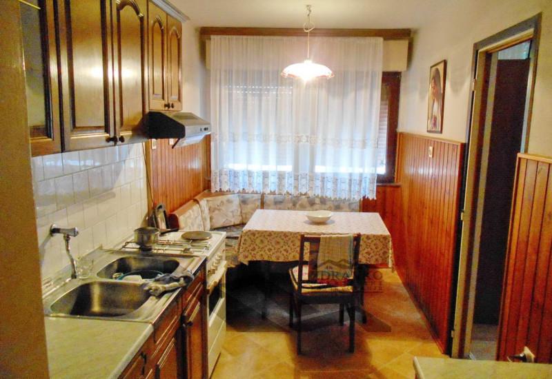 Stan 54 + 3 m2, Pula, Nazorova ul..