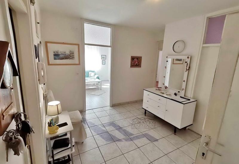 Komforni dvosobni stan u Puli, 84 m2 (Veruda).